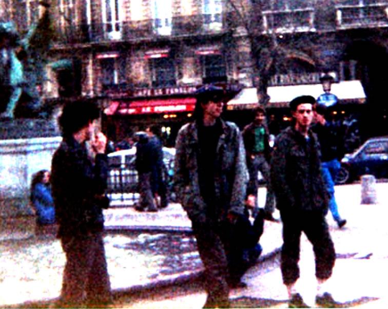 Passchendale  Friends on-Paris-01